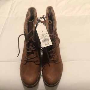 Brown lace up boots never worn WITH TAG
